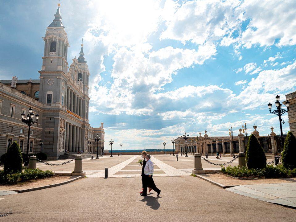 Pareja en Catedral de la Almudena