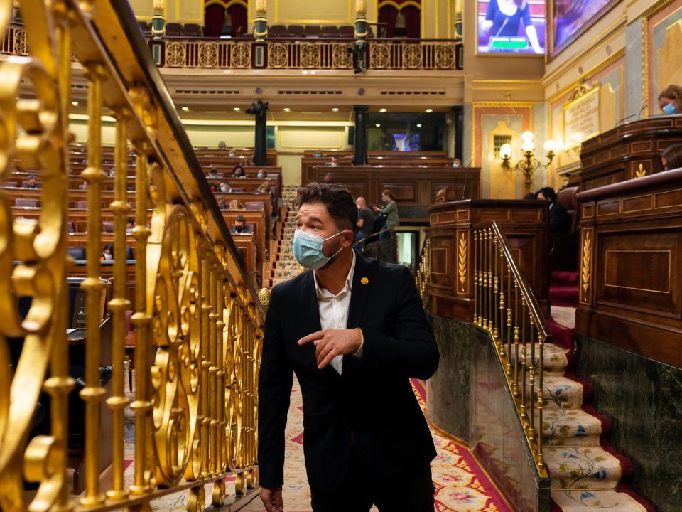 Diputado Gabriel Rufian con mascarilla en el Congreso